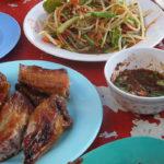 ソムタムと鶏の照焼き