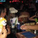 ゲームを楽しむバービアの女の子たち