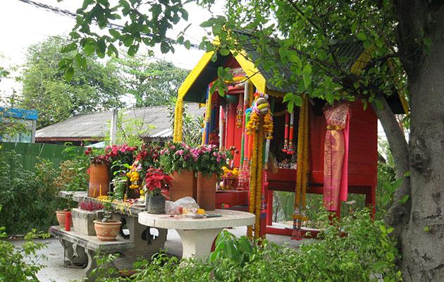 街中で見かける神様/仏様を祭る祠