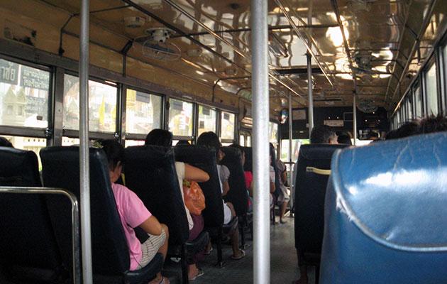 混んでいなければバスの車内は意外にも快適
