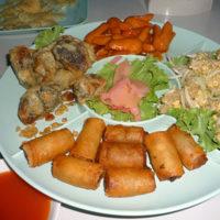 タイで食べる中華料理の温製オードブル
