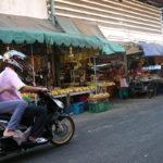 バンケー市場前の細い路地で待ち合わせ