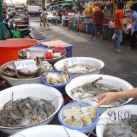 新鮮な海産物も豊富に揃うバンケー市場