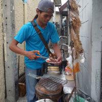スルメや魚の干物を売る移動式屋台