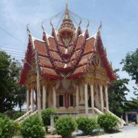 鳥除けのネットが付いたお寺のお堂