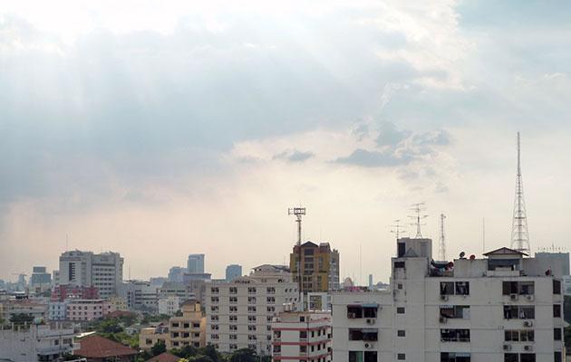 アパートのベランダから見たバンコクの街