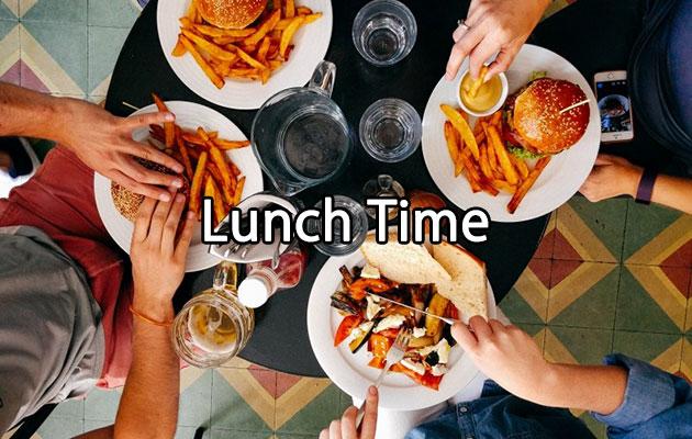 お昼は誰かと一緒にご飯を食べるより、一人で気ままに過ごす