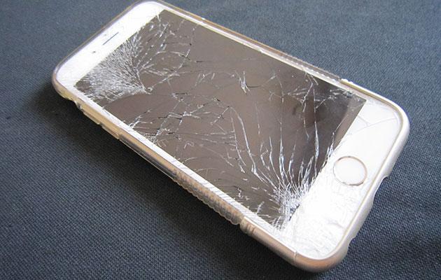 液晶画面が割れたiPhoneをタイのMBKで修理・交換を依頼した