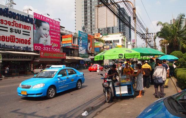 タイの職場の始業時間は朝早いため年中サマータイム状態