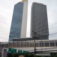 ラチャダー通りで見かけた商業用の高層ビル