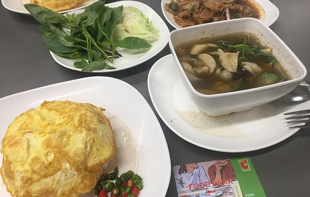タイのフードコートで食べる健康セット